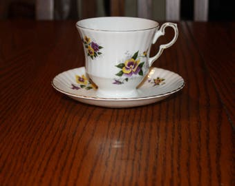 Royal Windsor Fine Bone China Tea Cup & Saucer with Pansy Flowers-made in England