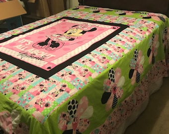 Minnie Mouse Daisey Quilt