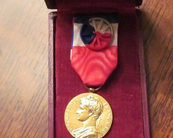Vintage French 30Yr Labour Medal with Case