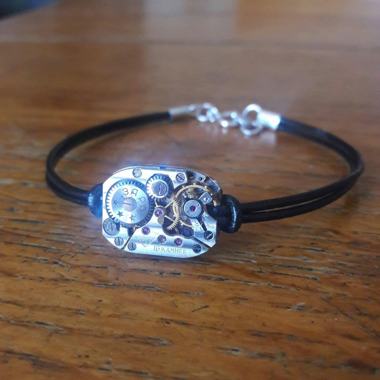 bracelet homme en cuir noir avec son m canisme de montre. Black Bedroom Furniture Sets. Home Design Ideas