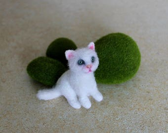 pet gift white cat lover gift birthday sculpture Needle felted animal toys kitten dolls and miniatures figurines gift for her sister girls