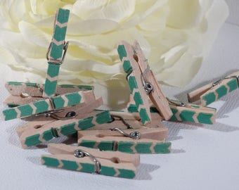 Set of 10 mini clips green arrows