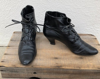 80s Ankle Booties Black Leather Rushed Lace Up Kitten Heel Witch Boots Boho Hippy Rocker Designer my in Italy Neiman Marcus size 40 US 9