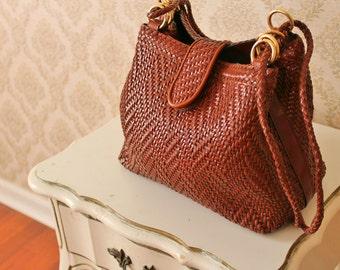 Vintage basketweave purse | woven pattern | shoulder bag | vegan purse | 80s purse | brown woven bag | 90s shoulder bag | medium size |