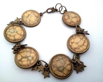 Bracelet artisanal en peinture à effet, or et recouvert de résine
