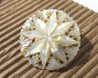 Bethlehem Pearl Carved Mother of Pearl Pin Brooch VINTAGE MOP 8 Point Star Pin Brooch Carved Shell Vintage Wedding Jewelry Supply (D264)
