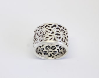 Sterling Silver Floral Ring Band   Size 8 1/4 - Free US Shipping