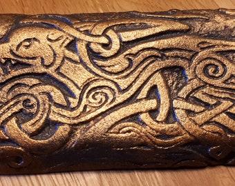A pattern of Celtic dog sculpture