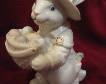 """LENOX EASTER BUNNY Rabbit w/ Basket Ivory 4.5"""" Porcelain Figurine Bonnet Vintage Limited Edition Pastel Gold Spring Holiday Decoration 602"""