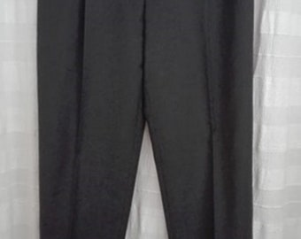 Black chic pleated pants