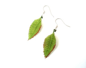 Earrings The GREEN LEAVES -- Miniature green leaves synthetic by The Sausage