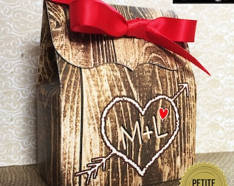 Rustic Wedding favor boxes,Wood Grain Favor box,Carved initials, rustic Wedding party favors,Bridal shower favors,wedding favors,treat boxes