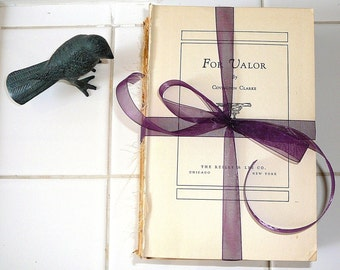 SHABBY CHIC Wedding Decor Interior Design Cottage Home Book Bundle Distressed Books Rustic Decor