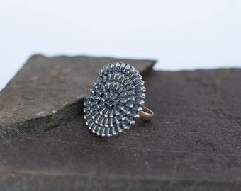 Ring made of reclaimed zipper, spiral ring, grey & silver Ziiip Design recycling recovery