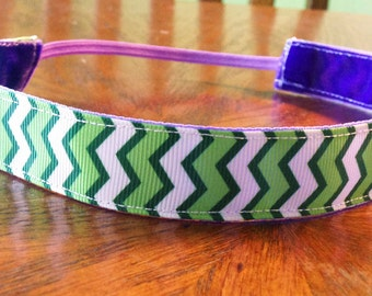 NOODLE HUGGER Non slip ribbon headband - Green chevron - 7/8 inch (running, working out, everyday: women and girls)