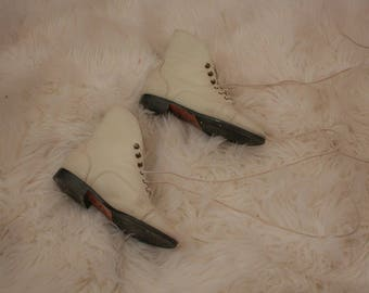 Vintage 80s white leather women's boots size 6