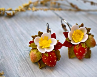 strawberry earrings, flower earrings, dangle earrings, summer earrings, polymer clay earrings, rustic earrings, strawberry, gift earrings