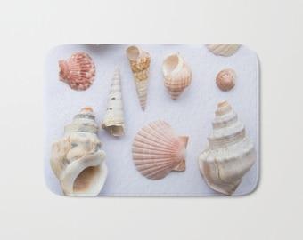 Sea shells bath mat, beach shells bath mat, bathroom decor, beach theme carpet, beachy bath rug, bath furnishing, coastal beach house decor