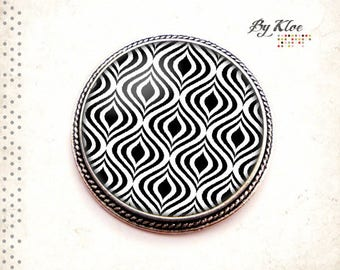 • Pop Seventies waves • black silver white glass cabochon brooch