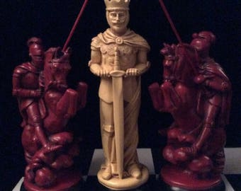 """Made 2 Order]> 15""""King. Giant Medieval Chess Set. Antique Ivory & Royal Burgundy look. Email before ordering"""