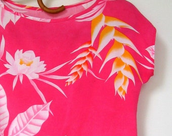 Vintage Tropical Top - Crop top, Tropical design, Bromeliads, Floral, Flowers, Wide boxy cut, Short sleeves, Bright pink, Summer top
