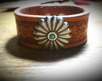 Leather daisy cuff