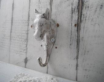 cheval crochet shabby chalet seul patère en fonte fer crochet français pays vieilli look crochet chalet grungy crochet cheval amoureux rustique décoration murale