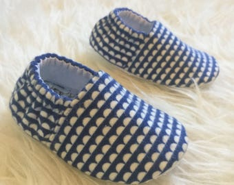 Baby Moccs: Flannel Scallops Blue / Baby Shoes / Baby Moccasins / Childrens Indoor Shoes / Vegan Moccs / Soft Soled Shoes / Montessori Shoes