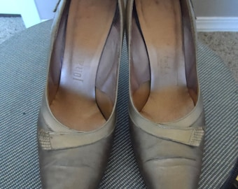 60's  Bronze Tone Stilettos.  Size 6 1/2.  Pointed Toe. 3 inches high heels.  Very Good Vintage Condition.