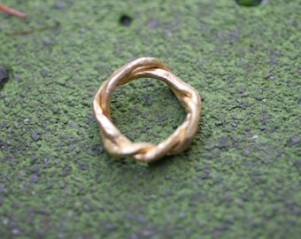 18k Gold Twisting Vine Ring