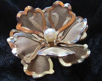 Vintage Gold Mesh Flower Brooch