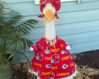 Goose Clothing  -  NFL Kansas City Chiefs Goose Sport Dress for Plastic or Concrete Lawn Geese