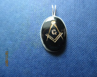 Black stone with Gold Masonic insignia in 925 sterling silver setting.