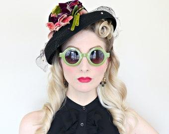 Vintage 1940s Hat / Tilt hat / Flower pot hat / Velvet flowers / Black felt / 40s Hat