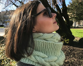 Chunky knitted infinity scarf.Chunky knitted snood. cowl snood. Natural wool knitted   snood.Luxery yarn snood  ment color. made in France