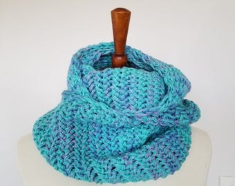 Knit Scarf Infinity Scarf, Circle Scarf, Chunky Scarf, ocean blue & green thick warm Fish