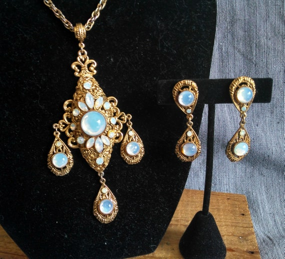 Stunning vintage Regency ornate opal moonstone glass gold necklace earring set