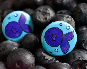 Funny Fish+Blue Berry Pun 'Sea Berry' Pin Badge-Quirky Pin-Gifts for Children,Boys & Girls-Fruit Pins-Fishermen/Pescatarian Gifts-Kids Gifts
