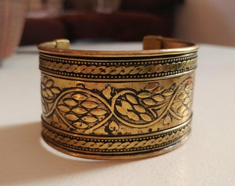 Vintage Brass Cuff Bracelet // World Traveler Bracelet // Intricate Design //