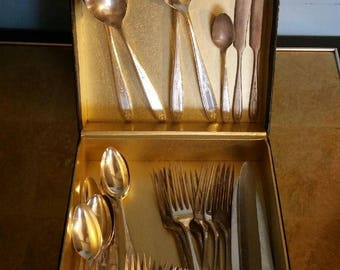 Vintage 32 piece Silver Plate Flatware by Community Silver Co.