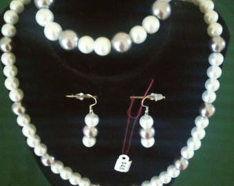 White and gray beaded jewelry set