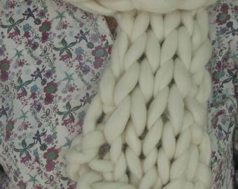 Hand-knitted Super Chunky Merino Wool Roving 8x47inches Scarf
