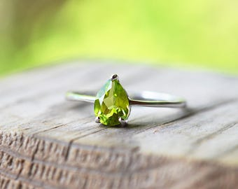 Peridot Ring, Green Gemstone Ring, Sterling Silver Ring, August Birthstone Ring, Tear Drop Peridot, Green Stone Ring, Natural Peridot Ring