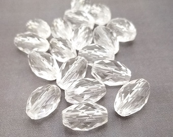 30 Clear Faceted Oval Acrylic Beads 17x11mm (H2465)