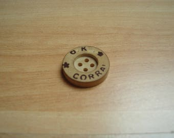 button wood round shape vintage