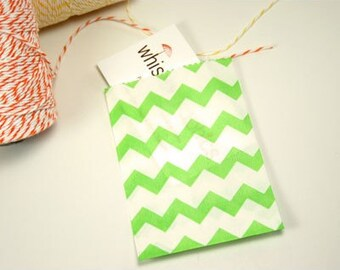 """25 Small Green Chevron Paper Treat Bags or Favor Bags . 2.75"""" x 4"""""""