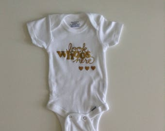 Baby Onesie  / Baby Outfit / Baby Bodysuit / look whose here / Welcome baby