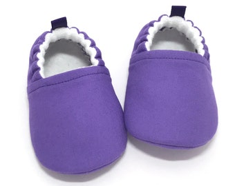 Purple Baby Shoes, Purple baby clothing, Baby shower gift, Toddler slippers, baby moccasins, Ultra violet baby booties, soft sole baby shoes