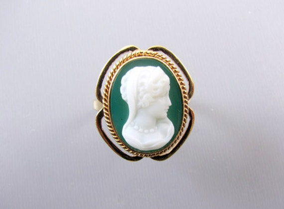 Vintage estate 14k gold green agate hardstone cameo ring, signed Church and Company size 5-1/2