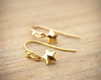 Tiny Gold Star Earrings, Little Star Earrings, Gold Star Earrings, Dangle Star Earrings, Gift For her, Minimalist Everyday Jewelry